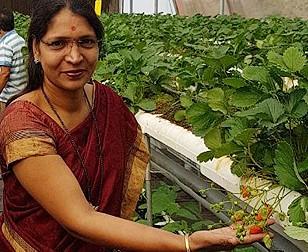Swati Shingade – Pune based police sub-inspector turned farmer